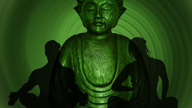 Budda z cieniem dwóch postaci na zielonym tle