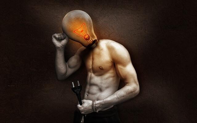 Człowiek z żarówką zamiast głowy