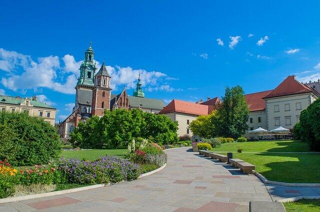 Piękne miasto Karków w zieleni