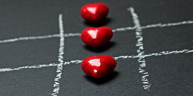 Trzy serca ułożóne w rzędzie