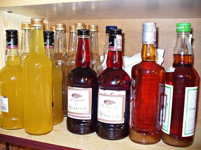 Butelki z pysznymi nalewkami
