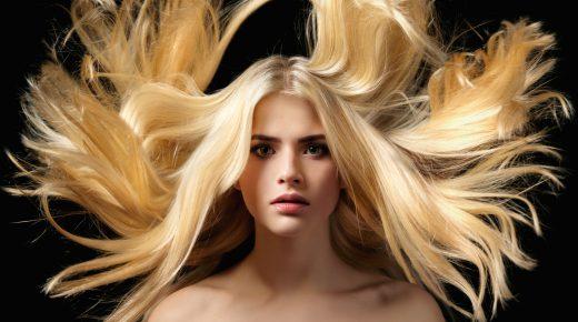 Czy brunetka może wyglądać dobrze w blondzie?