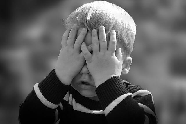 Jak rozpoznać dziecko autystyczne? 4 niepokojące zachowania