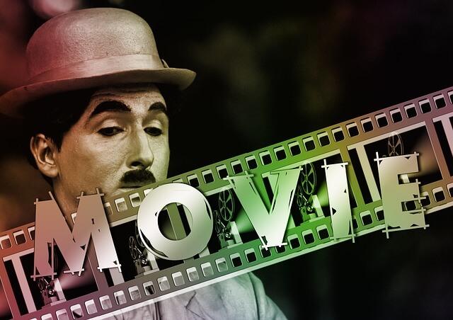 Chaplin tłem dla napisu na taśmie filmowej