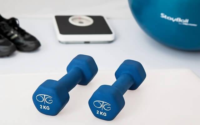 Co jeść chodząc na siłownie? Przepis na zdrową dietę