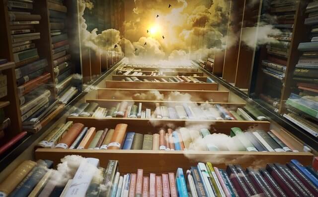 Półki z książkami prowadzące do nieba