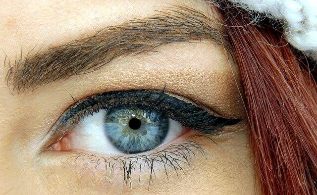 Błękitne pełne blasku oko