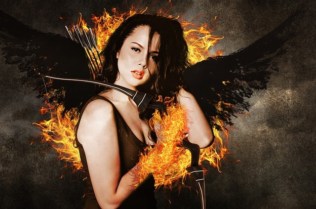 Kobieta ze skrzydłami i łukiem