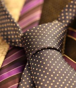 Jaki krawat do fioletowej koszuli? Propozycje dla młodych panów