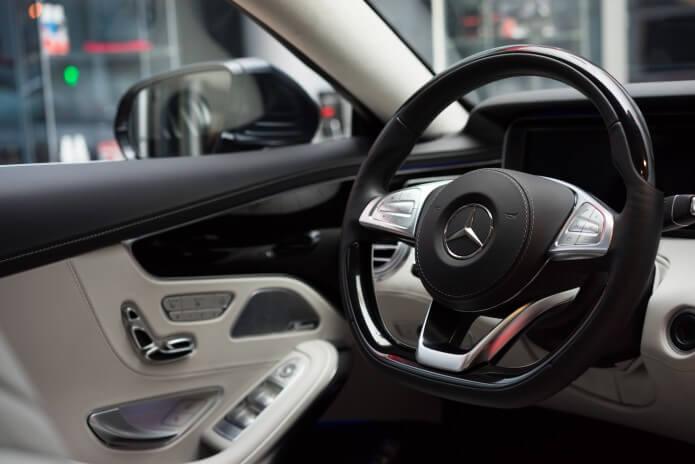 Samochód wnętrze mercedes