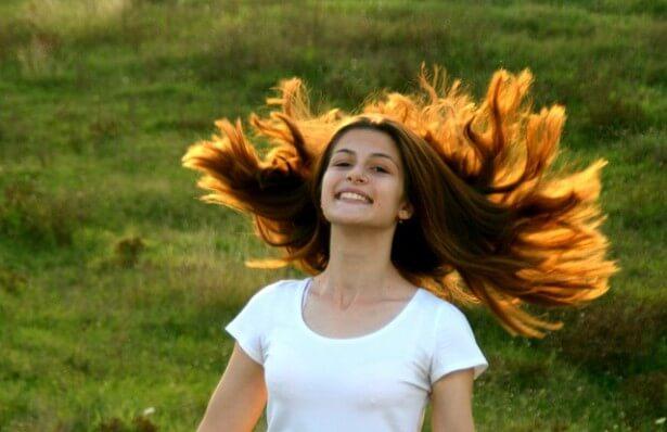 długowłose dziewczę