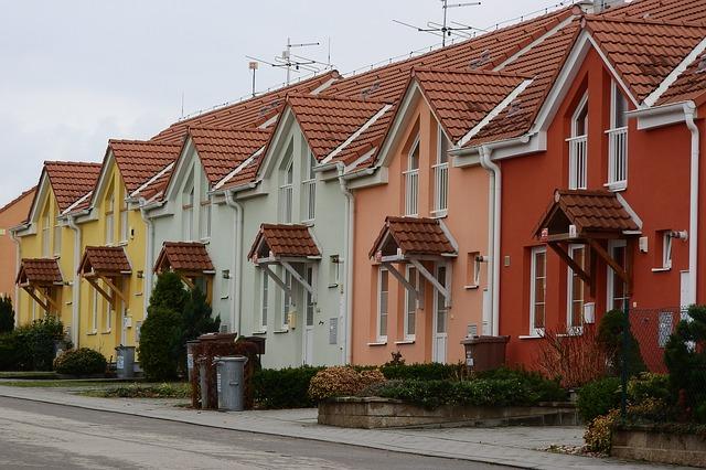 Kolorowe domki szeregowe