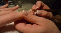 Manicure francuski – na czym polega i jak zrobić go samodzielnie?