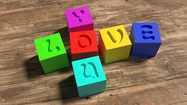 Kolorowe klocki dla dzieci z literkami