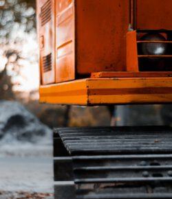 Jak transportować sprzęt budowlany?